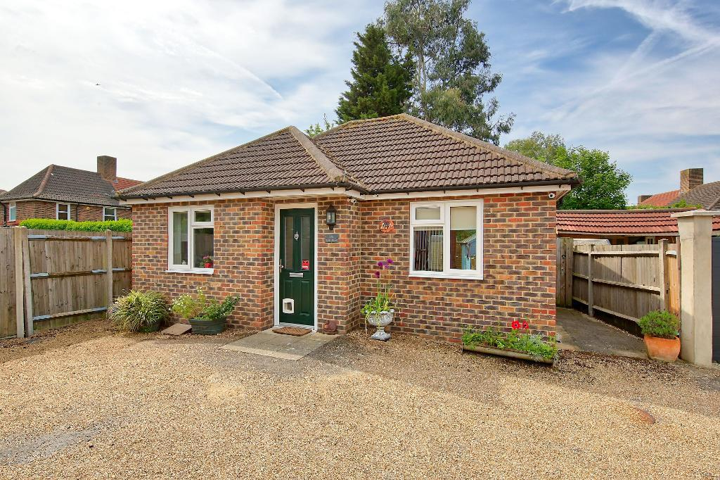 Haynt Walk, Wimbledon Chase, London, SW20 9NX